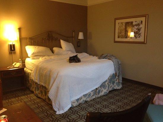 Courtyard Savannah Downtown/Historic District: Bedroom