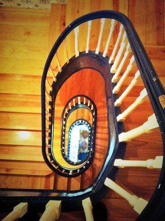 Grande Oceano Guest House: Escaleras