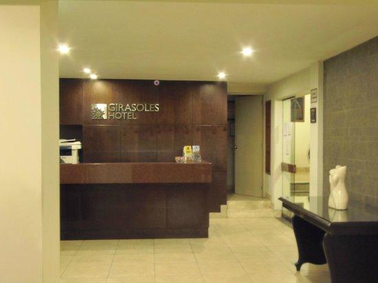 Girasoles Hotel : la entrada- recepción