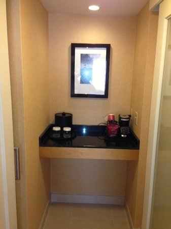 San Francisco Marriott Union Square : small pantry area