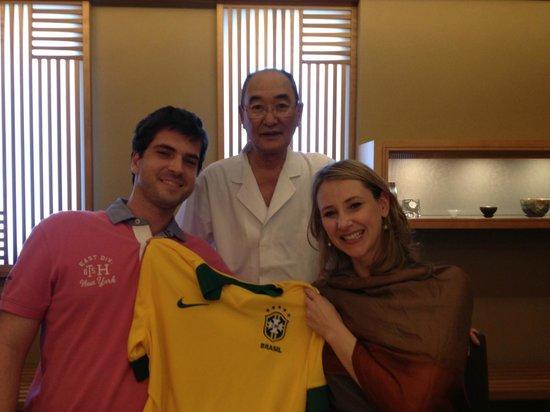 Sushi Mizutani: Mizutani com a camisa do Brasil