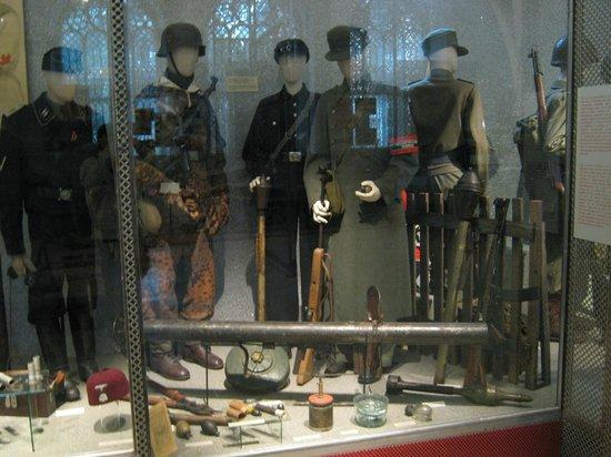 Musée d'histoire militaire de Vienne : Uniformes de la IIWW