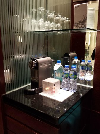 Cordis, Hong Kong at Langham Place: Coffee machine