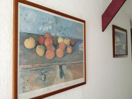 Guzel Hotel: Paintings on the wall of passage to the reception...