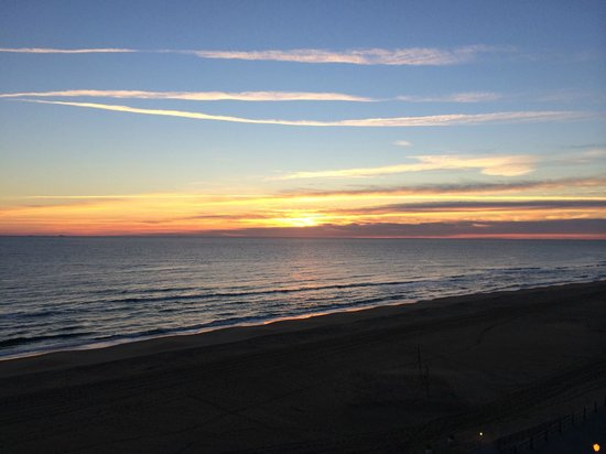 Courtyard Virginia Beach Oceanfront/South : View of the sunrise from our bedroom