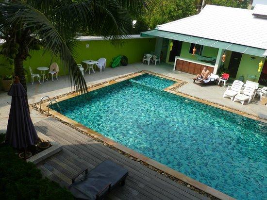 Sakorn Residence & Hotel : pool