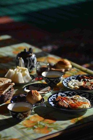 Alibek Guest House: The fabulous breakfast