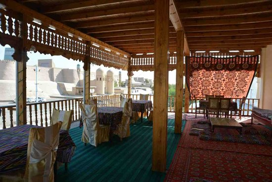 Alibek Guest House: Upstairs balcony, perfect for an afternoon rest
