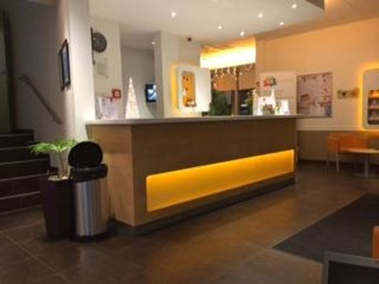 ibis budget Lausanne Bussigny: loby