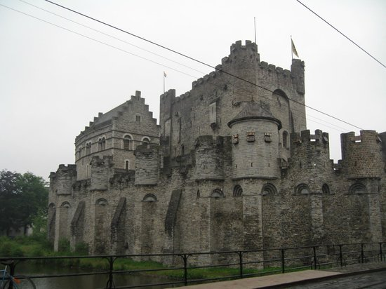 Ghent River Hotel: Графский замок