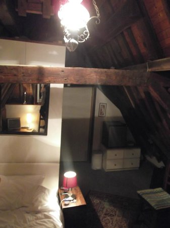 Amsterdam Central Bed and Breakfast: loft room,bathroom behind left hand wall.