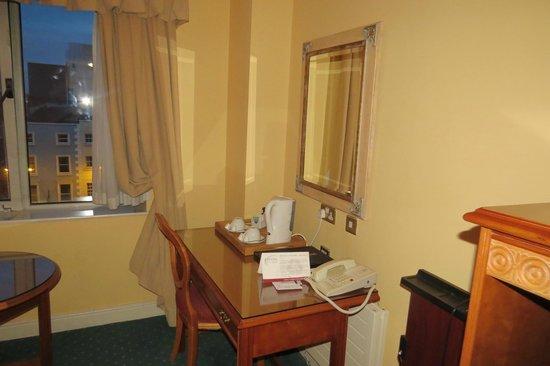 Grafton Capital Hotel: Room 2