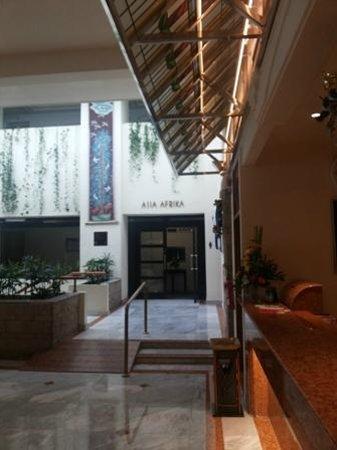 Prama Grand Preanger: Artistic lobby area