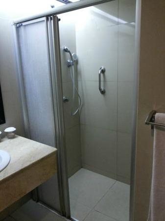 Prama Grand Preanger: Nice shower