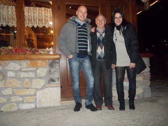 Lu Ceppe Agriturismo: clienti con a centro Don Filippo