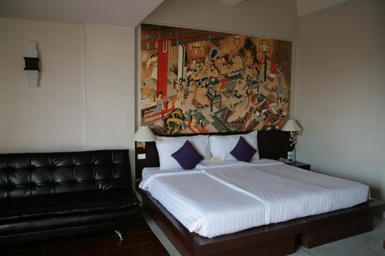 Sino House Phuket Hotel and Apartment: Bedroom, larrrrge