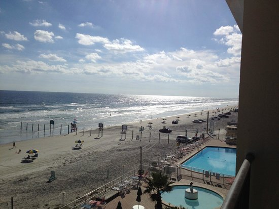 Daytona Inn Beach Resort: The view from our room.