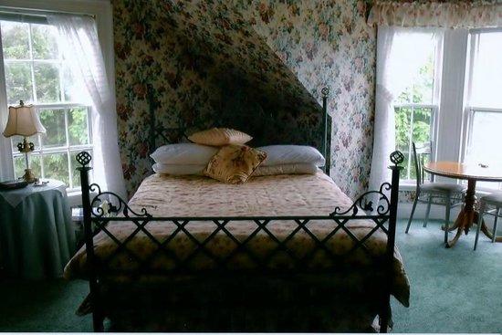 Weslan Inn Bed & Breakfast: Bed in the Suite