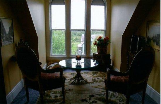 Weslan Inn Bed & Breakfast: The Wedding Arch