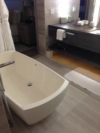 Four Seasons Hotel Toronto : Great bathroom!