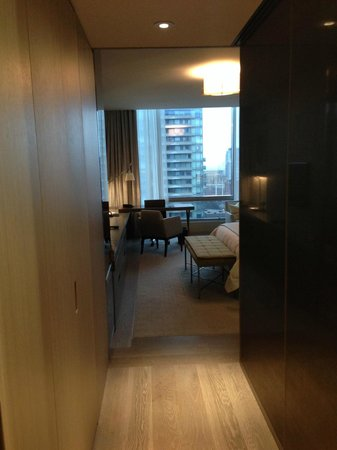 Four Seasons Hotel Toronto : As I entered the suite...