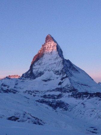 Iglu-Dorf Zermatt: lever de soleil sur le Cervin