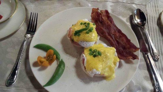Gramercy Mansion: Eggs Benedict !