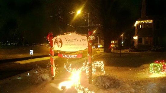 Naomi's Inn: Christmas Lights