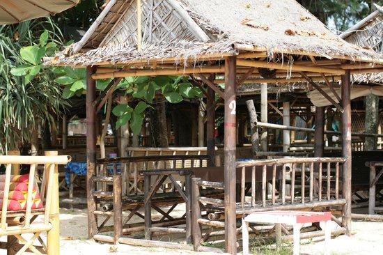 L'esprit de Naiyang Resort: Food on the beach