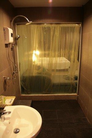 L'esprit de Naiyang Resort: Bathroom
