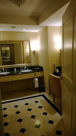 Resorts Casino Hotel: Our bathrom