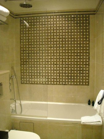 Hotel Ares Paris: Bagno