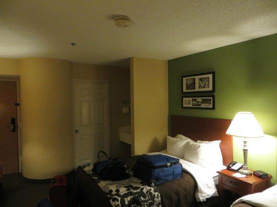 Sleep Inn Allentown : Room.