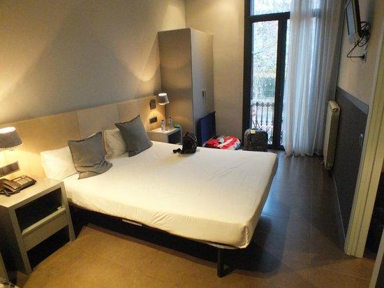 chic&basic Zoo Hotel: Ruimste kamer met balkon met uitzicht op Park