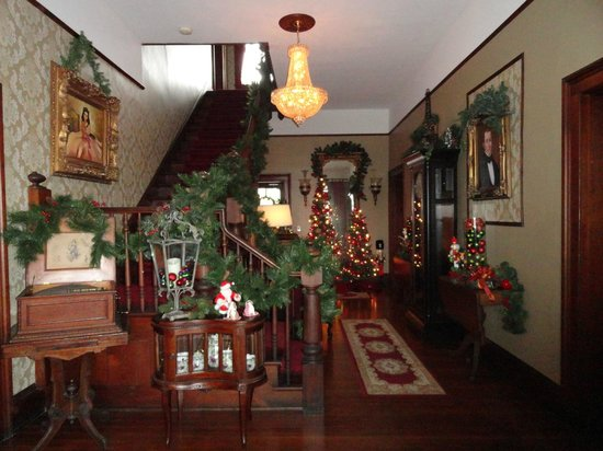 The Reynolds Mansion: entry way