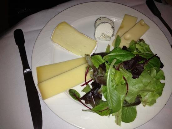 Residence de France: la déprime de fromage sur son lit de mesclun sans saveurs de saisons !!