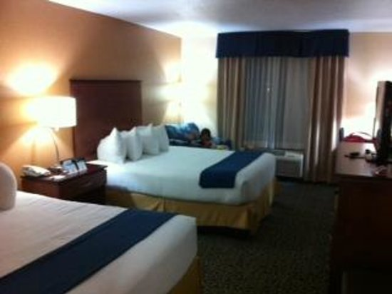 Holiday Inn Express Cocoa Beach : Rooms