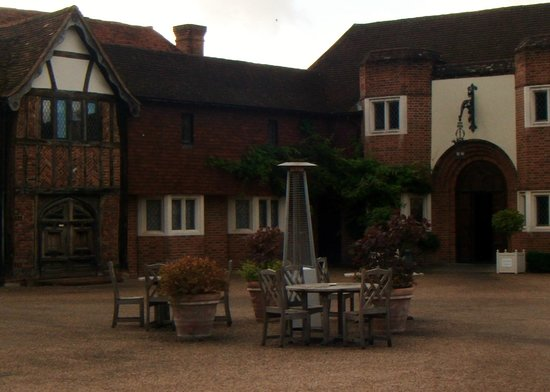 Great Fosters: Rear of hotel, very difficult for wheelchair on gravel!!