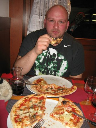 Pizzeria Vittoria: A little warm on the inside!