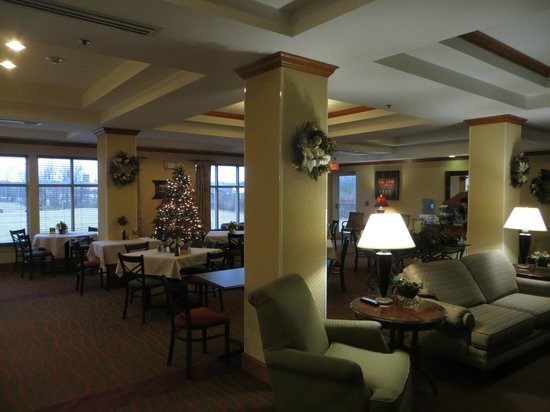 Holiday Inn Express & Suites Parkersburg - Mineral Wells : Breakfast area.