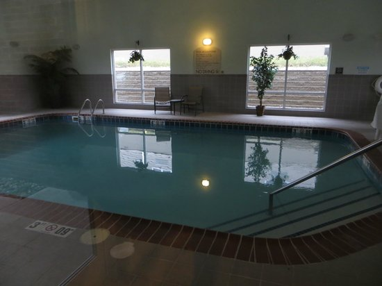 Holiday Inn Express & Suites Parkersburg - Mineral Wells: Pool.