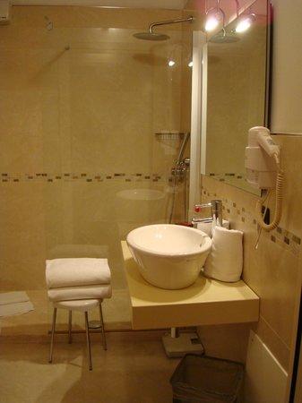 Hotel Marco Polo: Douche à l'italienne