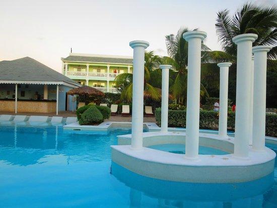 Grand Palladium Lady Hamilton Resort & Spa: Pool