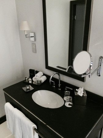 Trump Turnberry, A Luxury Collection Resort, Scotland : Bathroom sink