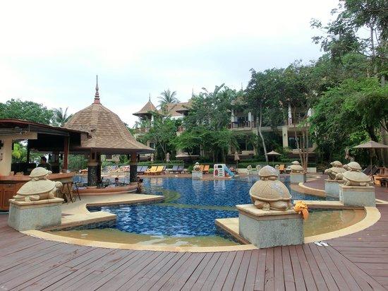 Crown Lanta Resort & Spa: Public Pool
