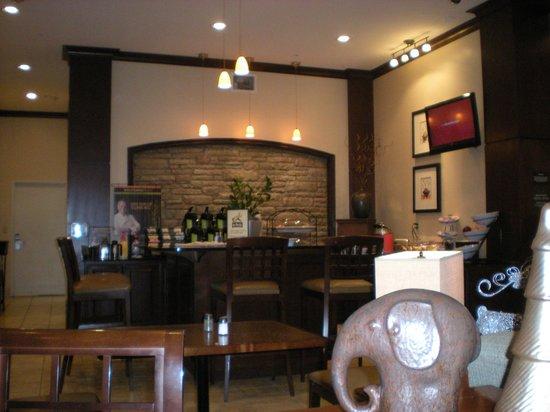 Staybridge Suites San Antonio Sea World: breakfast area