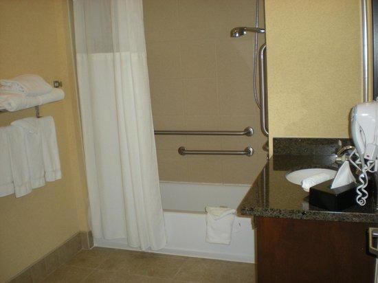 Staybridge Suites San Antonio Sea World: bathroom