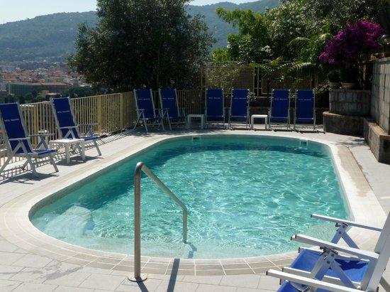 Hotel Miramare : The pool