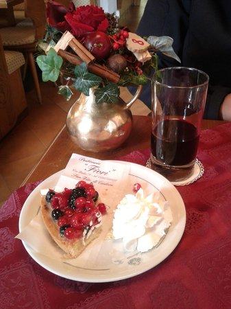 Torta della pasticceria foto van hotel meuble fiori san for Hotel meuble fiori san vito di cadore