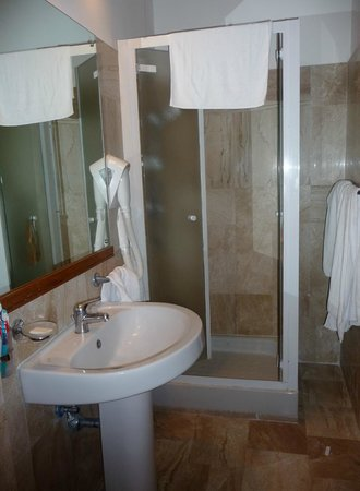 Hotel Residence Miramare: Our bathroom